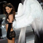 adriana-lima-pour-le-victorias-secret-fashion-show