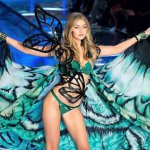 gigi-hadid-lors-du-defile-victorias-secret-2015-a-new-york