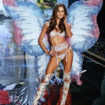 izabel-goulart-lors-du-defile-victorias-secret-2014