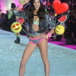 sara-sampaio-lors-du-defile-victorias-secret-2013
