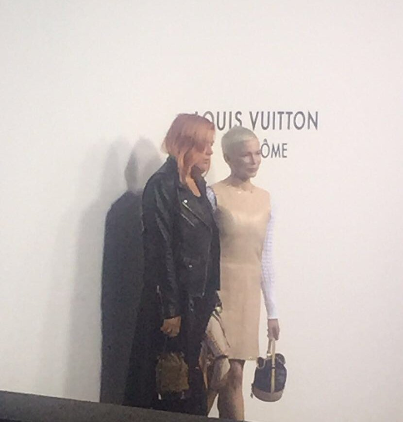 Michelle Williams et sa meilleure amie Busy Philipps Jaden Smith au photocall Louis Vuitton place Vendôme à Paris